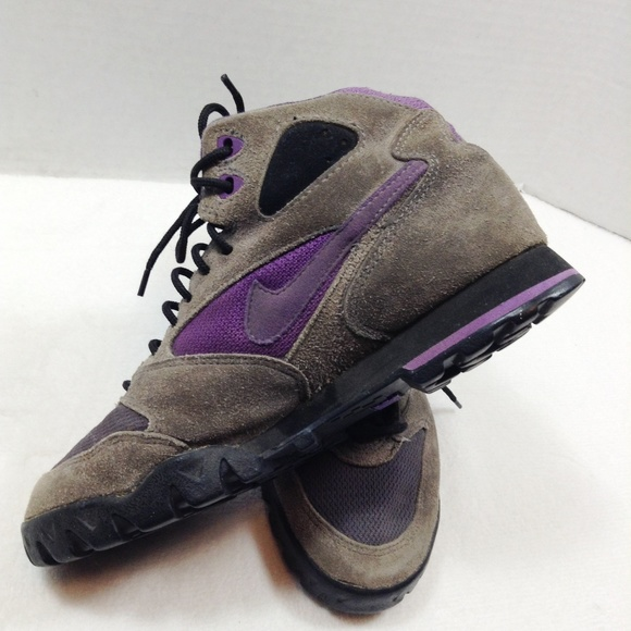 Nike vintage purple and gray hiking boots sneakers.  M 5bf7c8d9409c15053925db2a 1508d858b